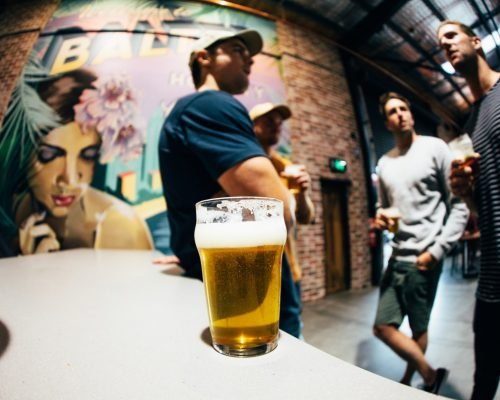 balter-brewing-currumbin-men-talking-and-drinking-beer-at-the-bar
