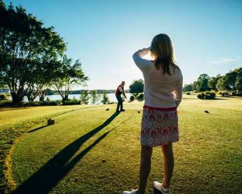 man-and-woman-playing-golf-at-the-links-hope-island-(2)